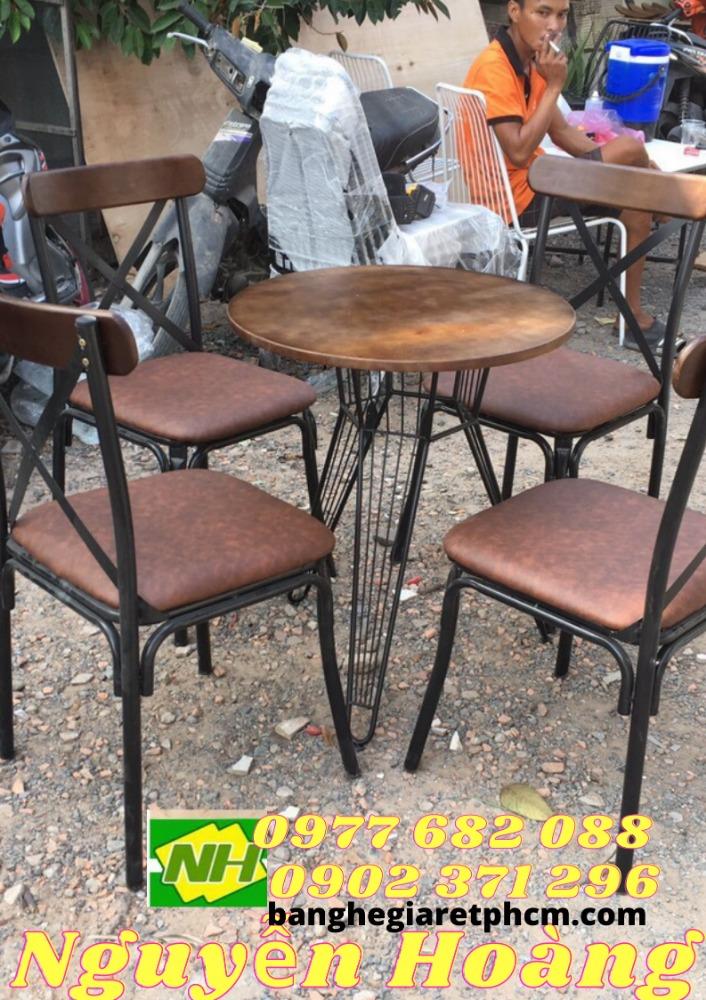 Ghế sắt chân sắt bàn sắt nguyên bộ 5 món Nội Thất Nguyễn Hoàng Sài Gòn0