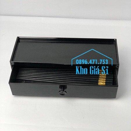 Hộp đựng đũa muỗng nhà hàng quán ăn - Hộp đựng đũa bằng nhựa màu đen, màu nâu cánh dán - HCM37