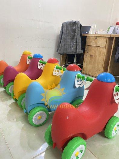Xe chòi chân nhiều màu sắc dành cho trẻ em mầm non10