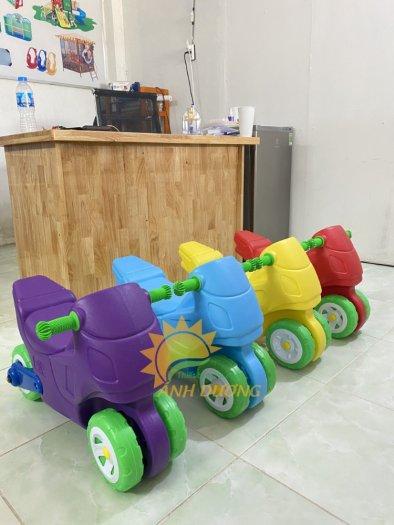 Xe chòi chân nhiều màu sắc dành cho trẻ em mầm non6