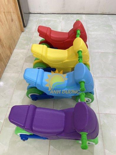 Xe chòi chân nhiều màu sắc dành cho trẻ em mầm non5