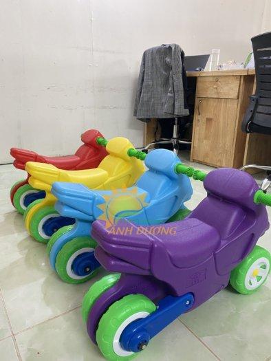 Xe chòi chân nhiều màu sắc dành cho trẻ em mầm non4