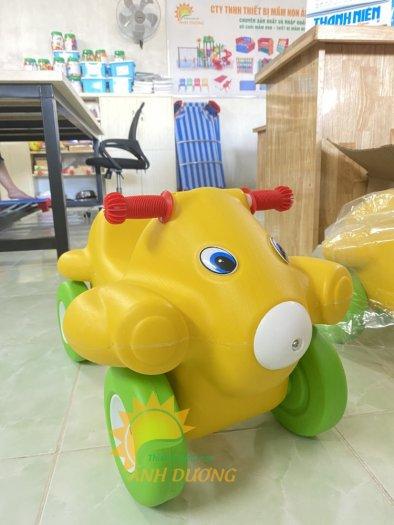 Xe chòi chân nhiều màu sắc dành cho trẻ em mầm non3
