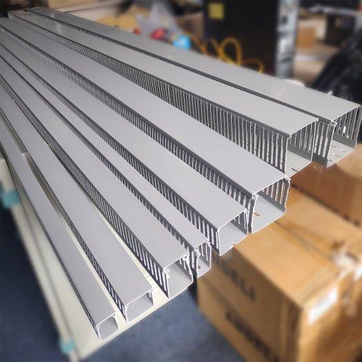Máng nhựa đi dây điện dài 2m2