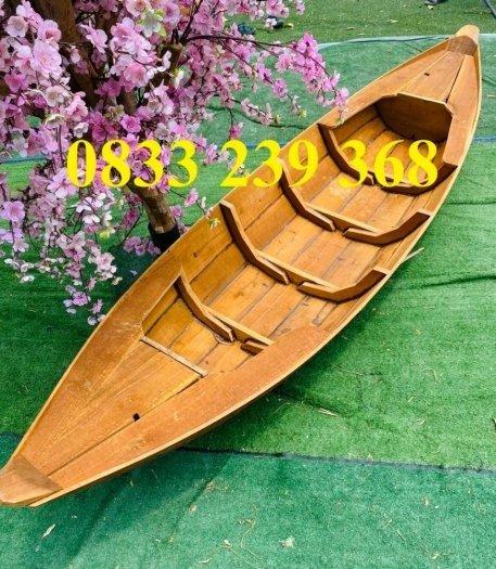 Thuyền gỗ trưng bày nhà hàng, cửa hàng hải sản, hàng hoa tươi0