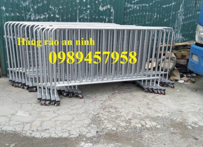Rào chắn cây xăng 1mx2m, Hàng rào di động có bánh xe và sơn phản quang1