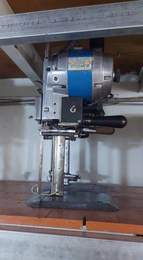 Cần thanh lý máy cắt đứng Eastman Mỹ1