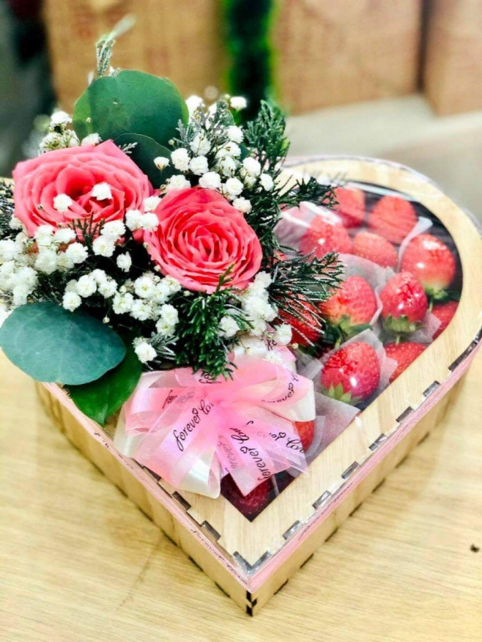 Hộp hoa và quà sinh nhật - SH1610