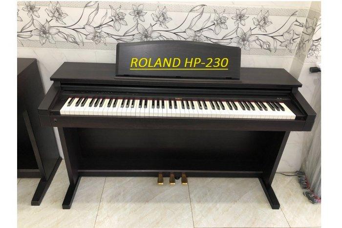Piano roland HP-2303