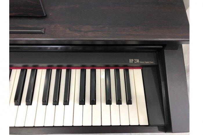 Piano roland HP-2302