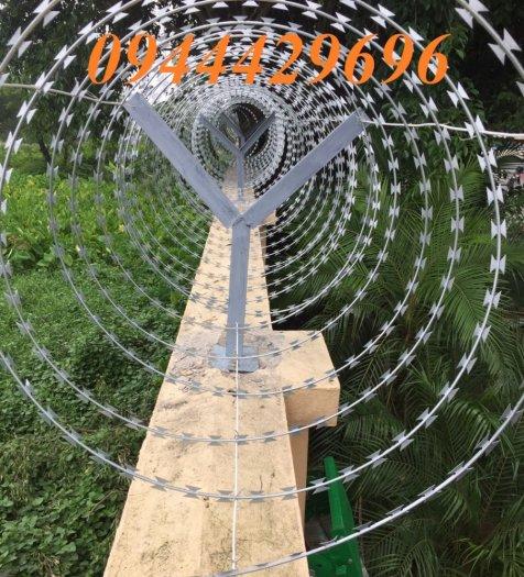 Thi công hàng rào Dây thép gai hình dao ĐK  45cm7