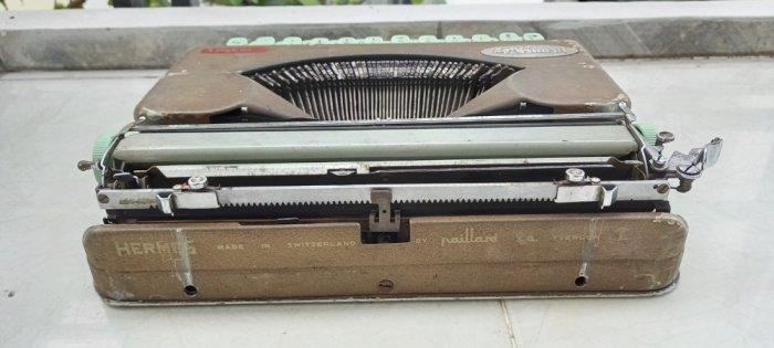 Máy đánh chữ Hermes baby Thụy Sĩ xưa6