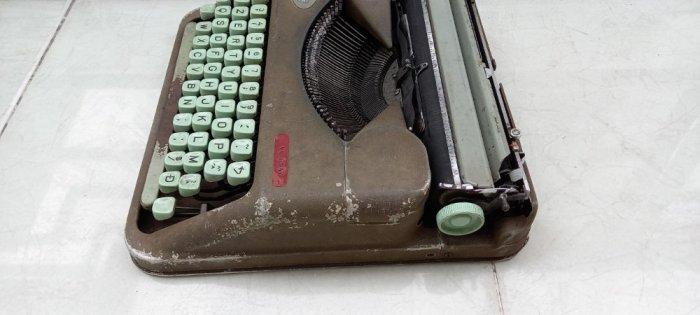 Máy đánh chữ Hermes baby Thụy Sĩ xưa5