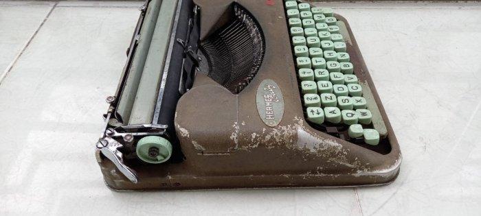 Máy đánh chữ Hermes baby Thụy Sĩ xưa2