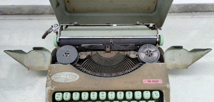 Máy đánh chữ Hermes baby Thụy Sĩ xưa1