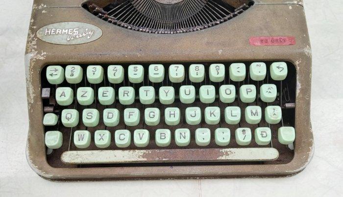 Máy đánh chữ Hermes baby Thụy Sĩ xưa0