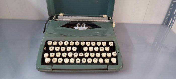Máy đánh chữ Anh thập niên 1960s4