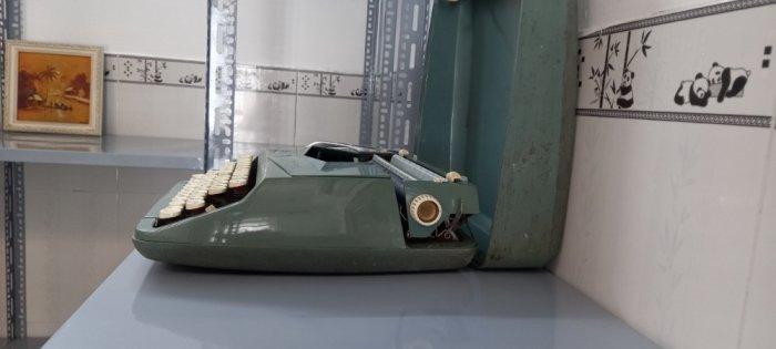 Máy đánh chữ Anh thập niên 1960s3