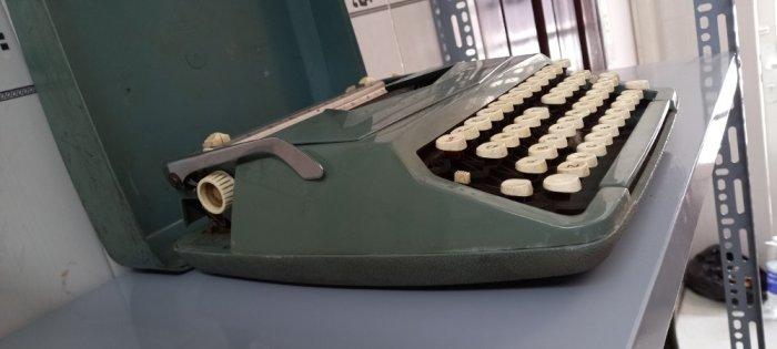 Máy đánh chữ Anh thập niên 1960s2