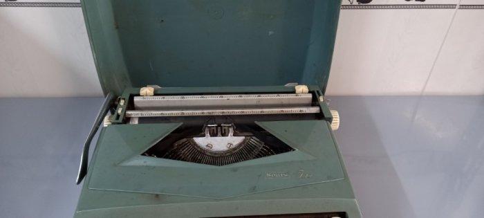 Máy đánh chữ Anh thập niên 1960s1