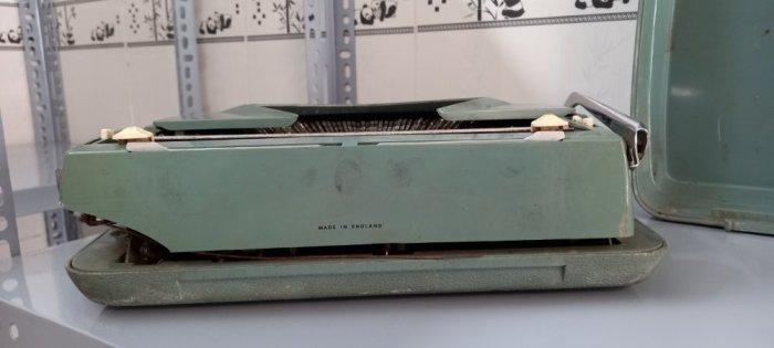 Máy đánh chữ Anh thập niên 1960s0