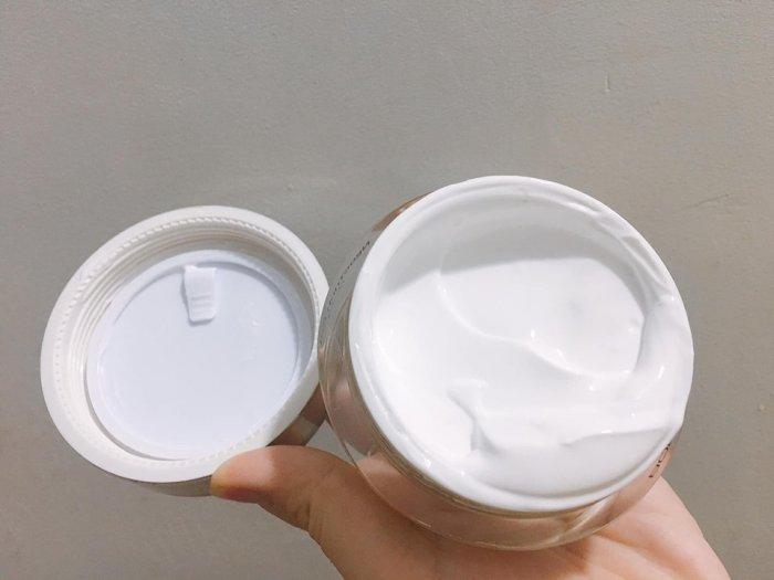 Kem trắng da toàn thân ban ngay2