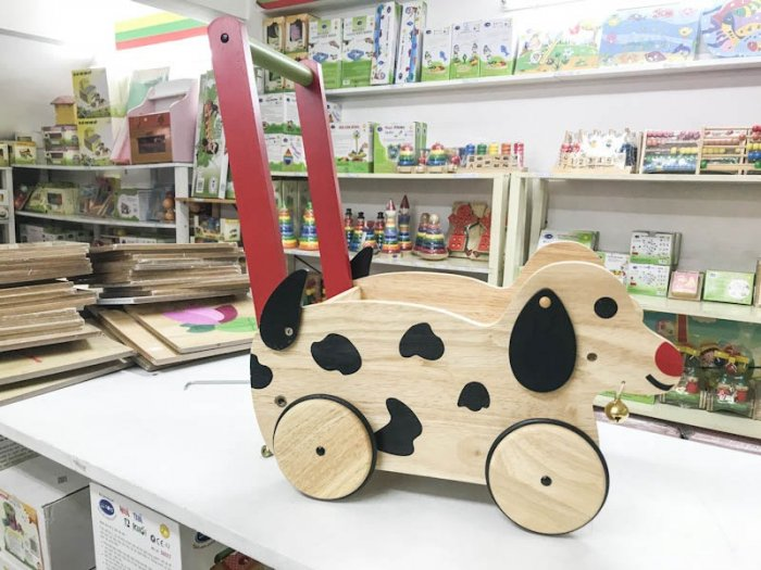 Xe chở đồ hình chó con cho bé chơi vận động và nhập vai