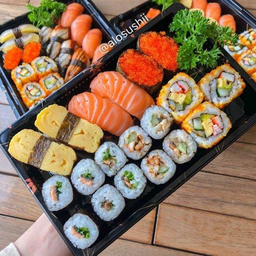 Khay nhựa đựng sushi,shasimi SA-03 (in họa tiết và đen trơn)0