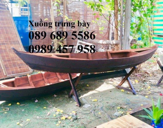 Những mẫu thuyền gỗ đẹp trang trí nhà hàng, Thuyền gỗ bày hải sản10