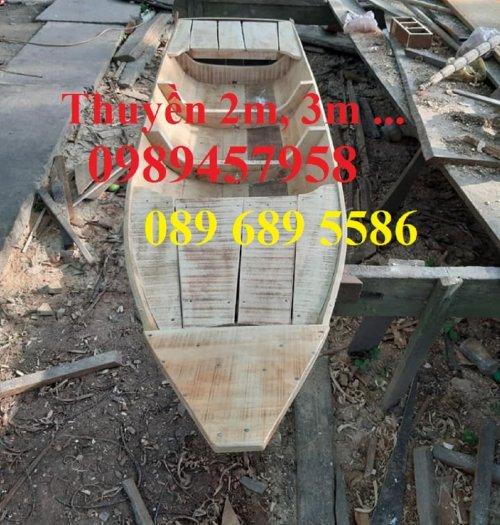 Những mẫu thuyền gỗ đẹp trang trí nhà hàng, Thuyền gỗ bày hải sản7