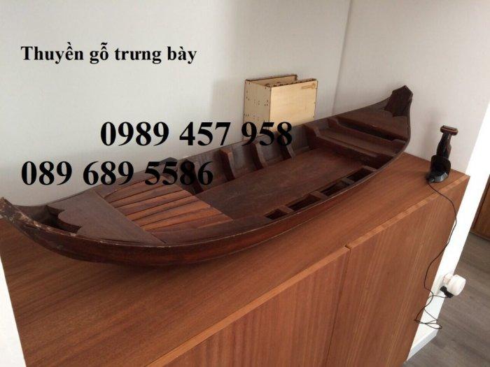 Những mẫu thuyền gỗ đẹp trang trí nhà hàng, Thuyền gỗ bày hải sản4
