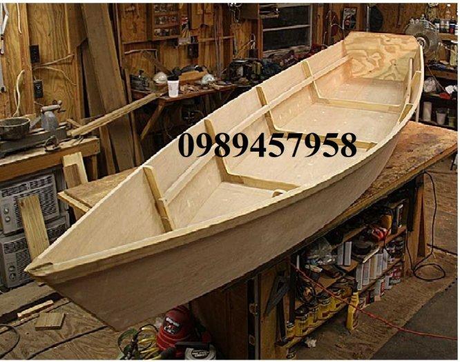 Những mẫu thuyền gỗ đẹp trang trí nhà hàng, Thuyền gỗ bày hải sản1