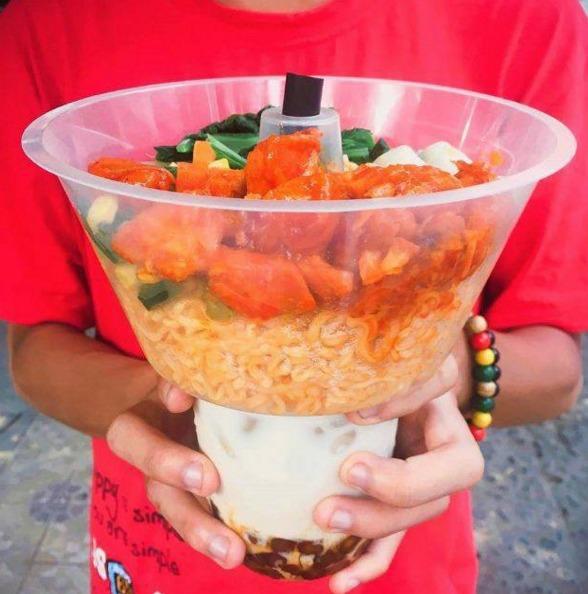 Khay nhựa đựng thức ăn gắn trên ly3