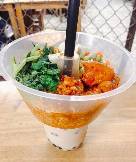 Khay nhựa đựng thức ăn gắn trên ly2