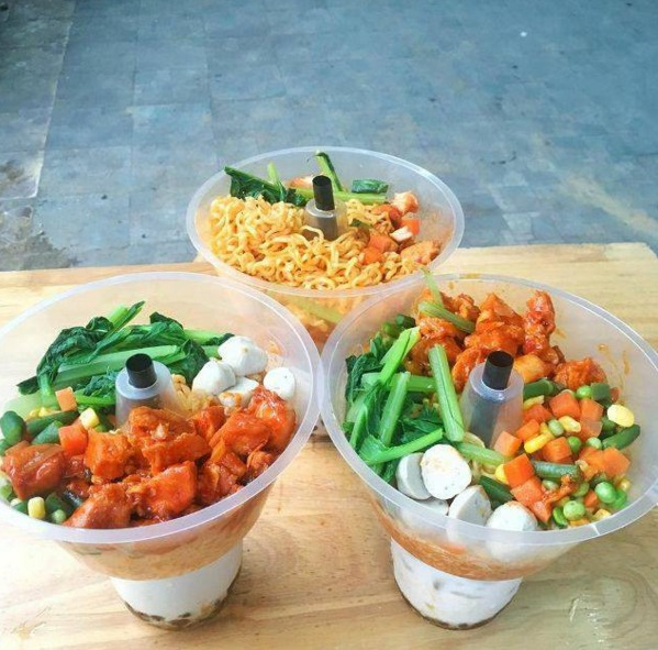 Khay nhựa đựng thức ăn gắn trên ly1