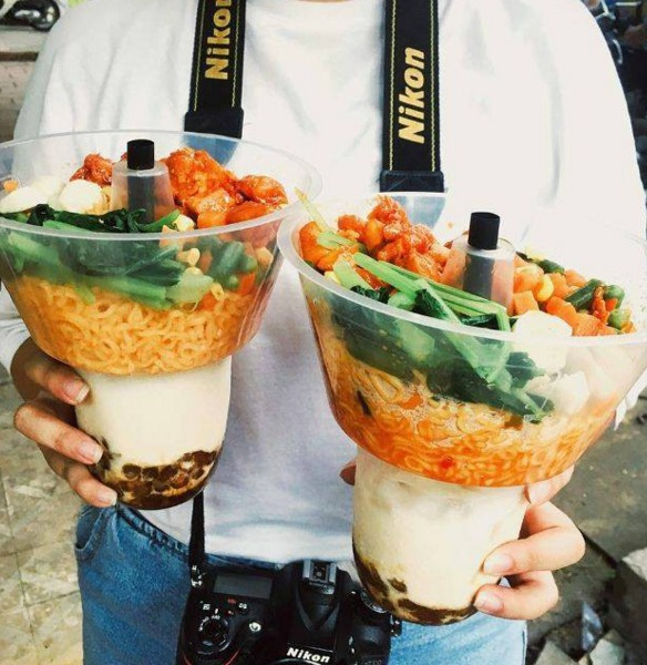 Khay nhựa đựng thức ăn gắn trên ly0