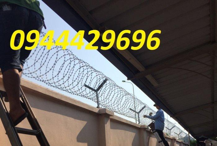 Hàng rào thép gai hình dao chống trộm16