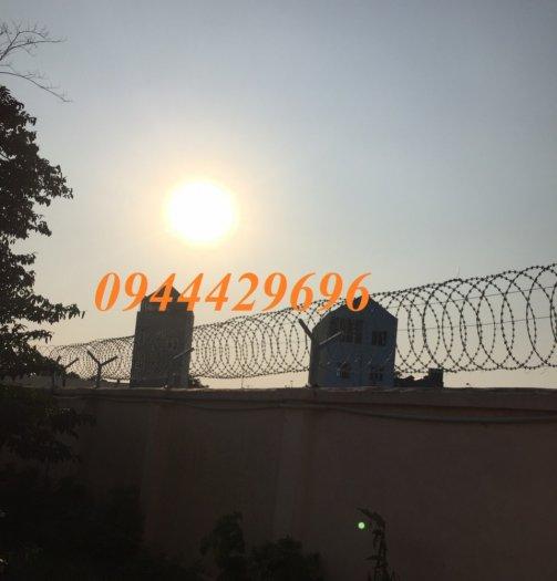 Hàng rào thép gai hình dao chống trộm13