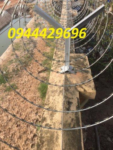 Hàng rào thép gai hình dao chống trộm12