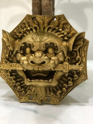 Mặt HỔ PHÙ ngậm kiếm vàng đồng (17cm)