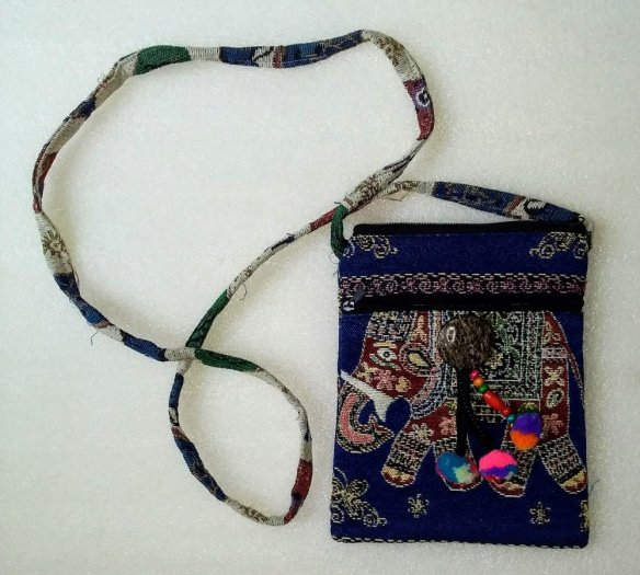 Túi đeo điện thoại vải thổ cẩm hình voi0