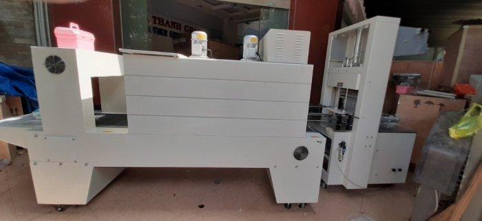 Máy rút màng co lốc chai PE bán tự động, máy đóng gói màng co tấm gỗ1