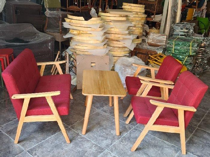 Sofa gỗ nệm màu đỏ nhấn nút giá xưởng1