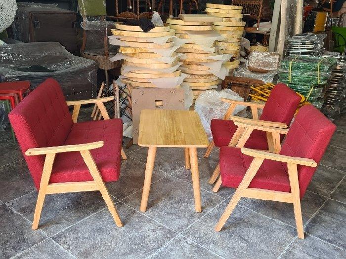 Sofa gỗ nệm màu đỏ nhấn nút giá xưởng2