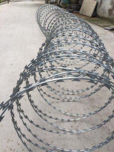 Dây kẽm gai, dây thép gai hình dao làm rào bảo vệ4