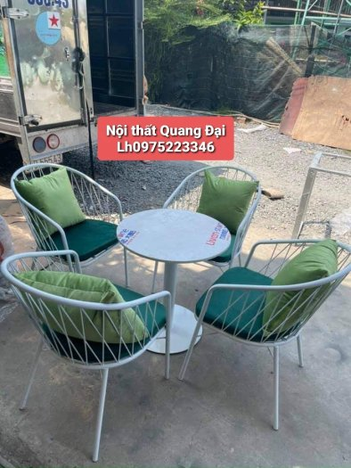 Những mẫu bàn ghế sắt mỹ nghệ hiện đại.6
