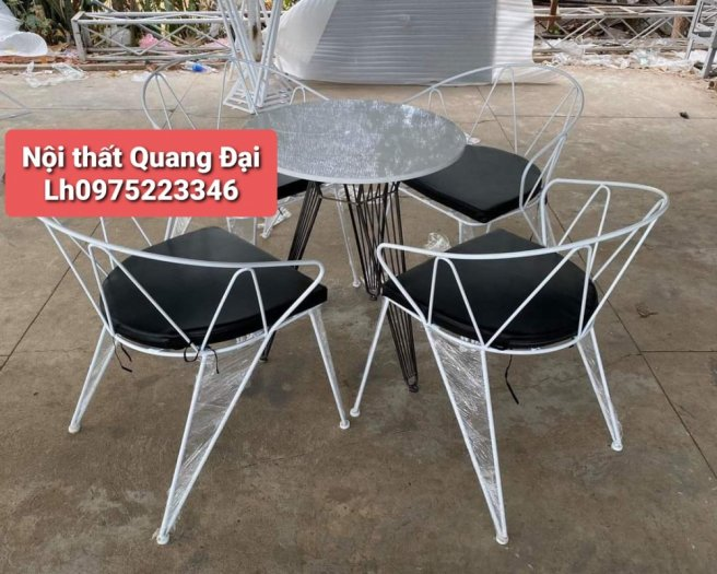 Những mẫu bàn ghế sắt mỹ nghệ hiện đại.5