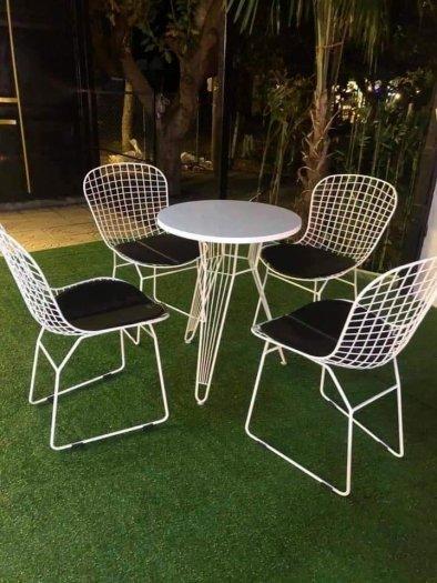 Những mẫu bàn ghế sắt mỹ nghệ hiện đại.4