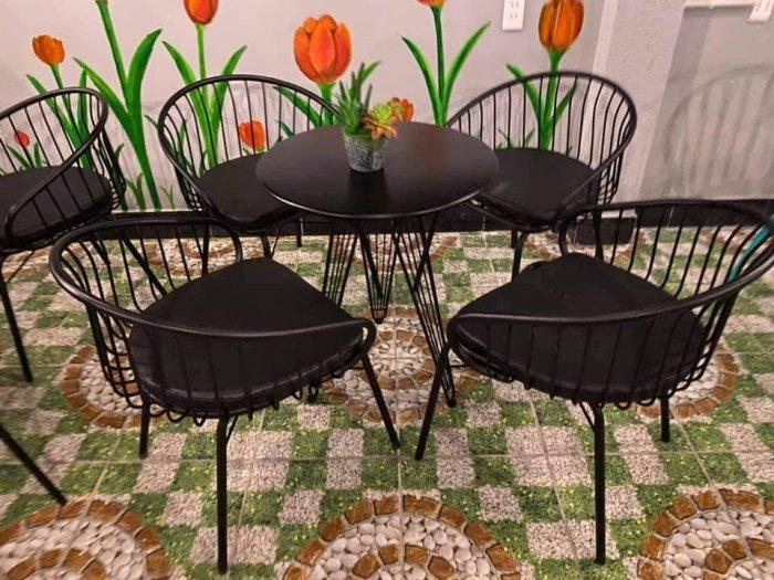 Những mẫu bàn ghế sắt mỹ nghệ hiện đại.3