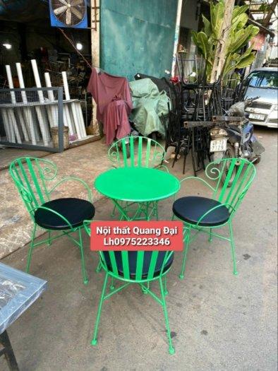 Những mẫu bàn ghế sắt mỹ nghệ hiện đại.2